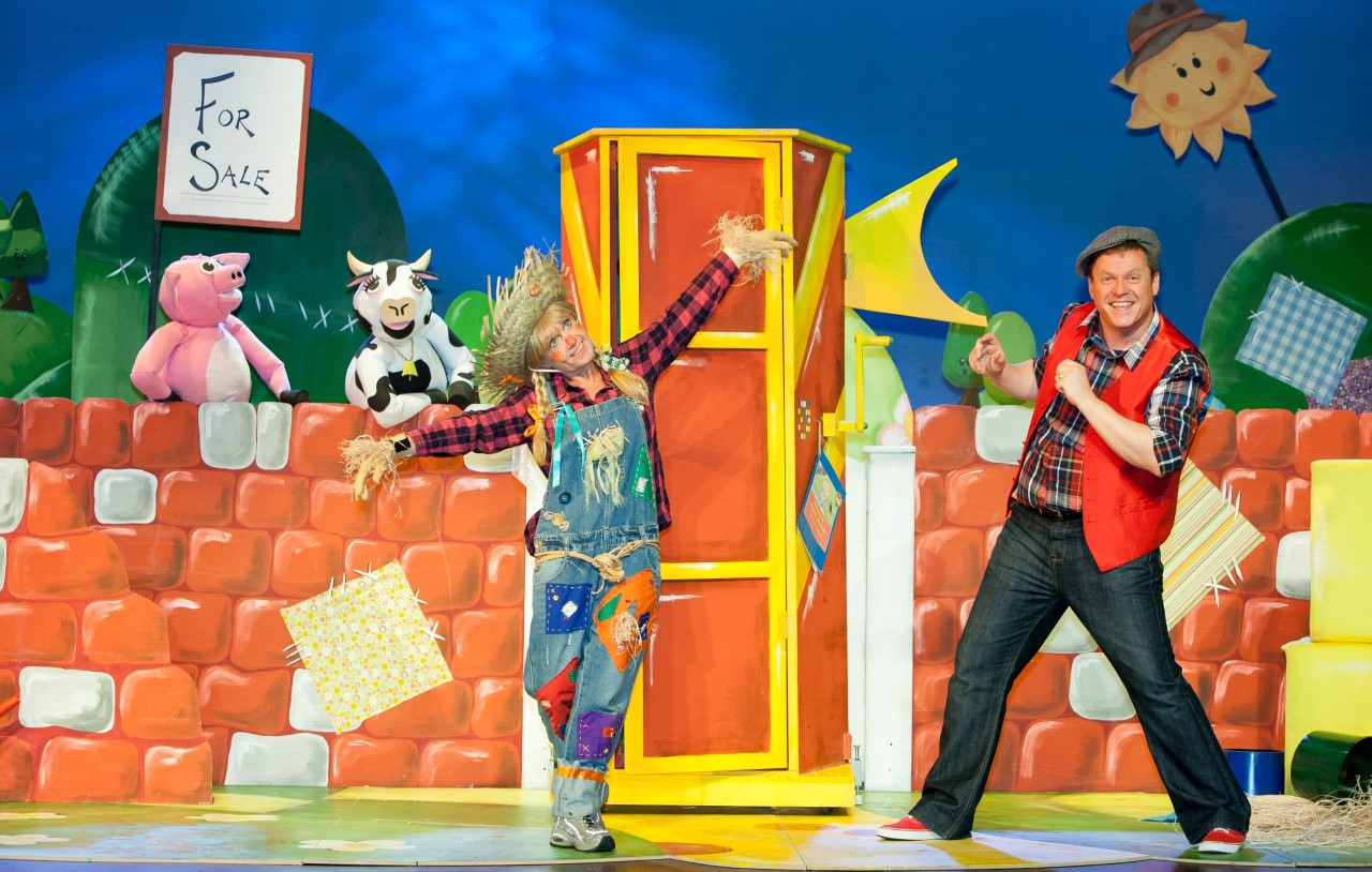 HALF TERM FUN FOR YOUNGER CHILDREN AND THEIR FAMILIES WITH MARTY MACDONALD'S TOY MACHINE! TICKETS SELLING FAST!
